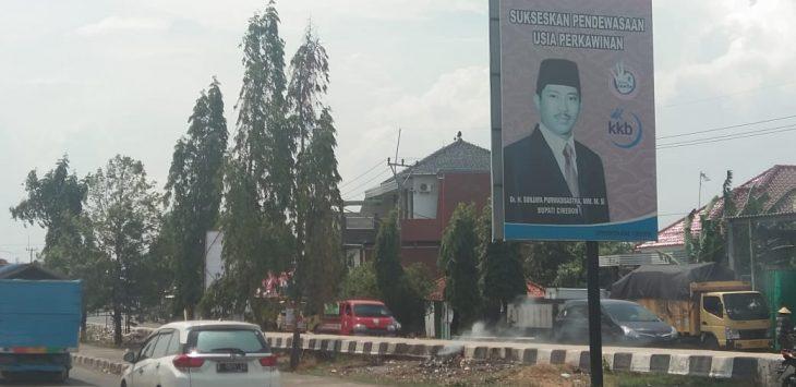 Balio bergambar Bupati Cirebon non-aktif Sunjaya Purwadi Sastra tersebar di berbagai lokasi strategis, Selasa (13/11/2018)./Foto: Kirno