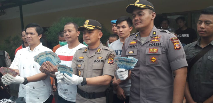 Polres Cimahi dan Polda Jabar ungkap sindikat curat modus pecah kaca dan genbos ban. Foto: Arif/pojokjabar