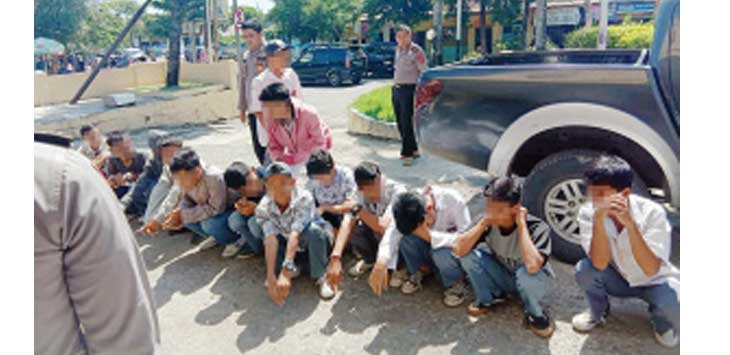 DIAMANKAN: Belasan pelajar pada saat diamankan Polsek Palabuhanratu, diduga mereka Akan melakukan Tawuran