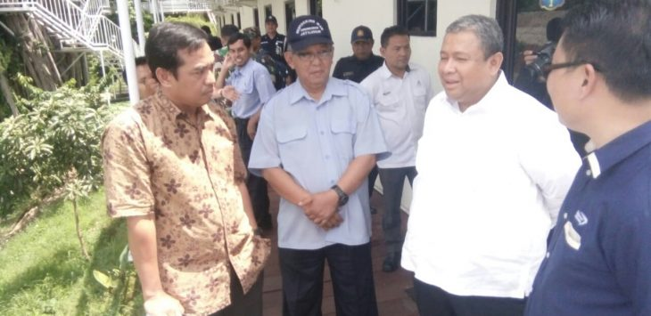 Direktur utama PJT II Jatiluhur Djoko Saputro (Baju Putih), kamis lalu sebelum konpres dengan awak media.