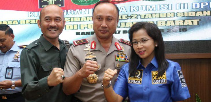 Anggota Komisi III DPR RI saat mengunjungi Mapolda Jabar, Senin (17/12/2018) sore./Foto: Arief