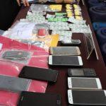ekspose narkoba, yang melibatkan jaringan pengedar dari dalam lapas, di mapolrestabes Bandung, senin (10/12)./Foto: Arief