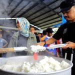 Bima Arya bersama istiri Yane Ardian tinjau posko bencana terpadu di Cipaku, Bogor Selatan.
