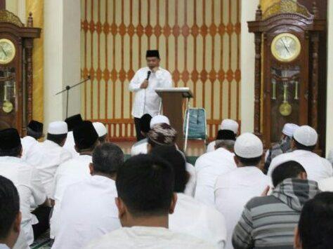 Bupati Bandung Barat ceramah usai pelaksanaan sholat Jumat (arif)