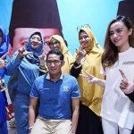 Cawapres Sandiaga Uno bersama Dylan Sahara atau istri Ifan Seventeen saat kampanye (Twitter)