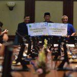 APRESIASI: Pemerintah Provinsi Jawa Barat memberi apresiasi berupa kadedeuh Rp200 juta untuk Diklat Persib. Istimewa