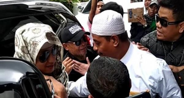 Habib Bahar saat menjalani pemeriksaan di Bareskrim Mabes Polri (JPC)