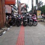 Beberapa sepeda motor parkir di Pedesterian Sudirman,foto/adi