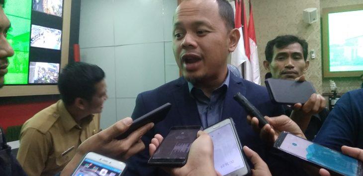 Walikota Bogor, Bima Arya Sugiarto saat di wawancara oleh wartawan, foto/adi