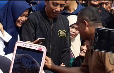 Jokowi dan Emak-emak Selfi./Foto: Maryam