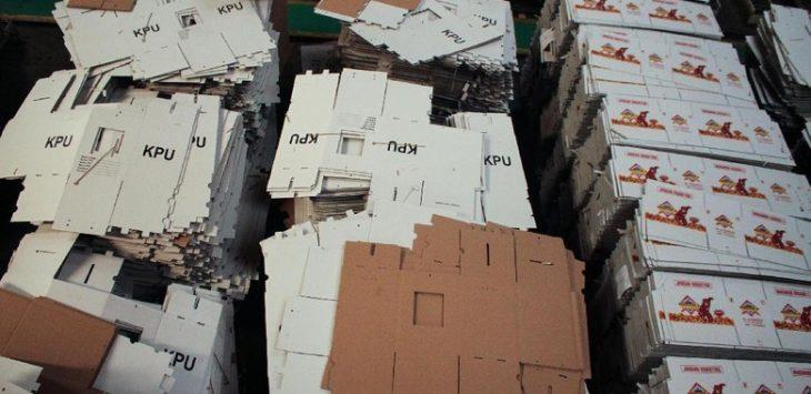 Kotak suara kardus sudah berada di KPU. Di Bali ada kotak suara rusak kena banjir (ist)
