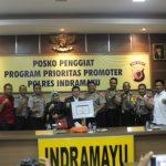 Lemkapi berikan penghargaan ke Polres Indramayu (yanto)