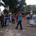 PMB yang melakukan unjuk rasa di depan Kejari Kota Bogor (adi)