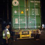 Polisi amankan truk kontainer yang lakalantas di Jalan Raya Kedawung Plered. (ist)