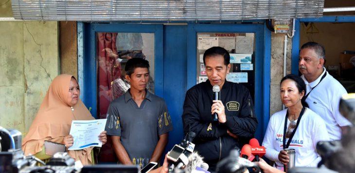 Presiden Jokowi ketika nyalakan listrik di Bogor./Foto: Istimewa