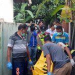 Pria ubanan berkaos yang ditemukan tewas di Sungai Cisadane sedang dievakuasi polisi (ist)