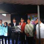 Pemprov Jabar menyerahkan bantuan sebesar Rp5 Miliar untuk para korban angin puting beliung di Bogor.