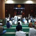 Sejumlah Warga Pilih Tahun Baruan di Masjid Al Barkah 1