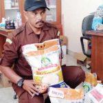 KUALITAS TIDAK SESUAI: Kejari Kabupaten Sukabumi mengamankan barang bukti beras program BNPT yang disalurkan kepada penerima manfaat, kemarin (12/12).