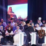 Prabowo dan Sandi berpelukan di debat capres cawapres perdana (Fb)