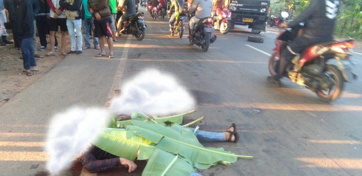 Dua Korban meninggal ditempat saat terjadi kecelakaan lalulintas di jalan raya bungursari purwakarta.