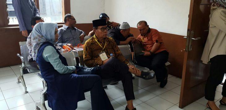 Astri Novitasari anggota DPRD sekaligus ketua Partai Nasdem Purwakarta, sesaat sebelum menjadi saksi di sidang korupsi tampak santai. Namun saat didalam ruangan sidang terlihat down saat berhadapan dengan hakim dan jaksa.