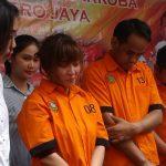 Artis Caca Duo Molek bersama dua pria yang ditangkap Polda Metro Jaya (Firdaus)