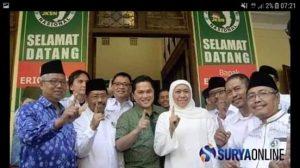 Gubernur terpilih Jawa Timur Khofifah pose 1 jari (foto suryaonline)
