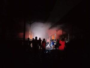 Gudang rongsokan di Kecamatan Panguragan Cirebon terbakar (kirno)
