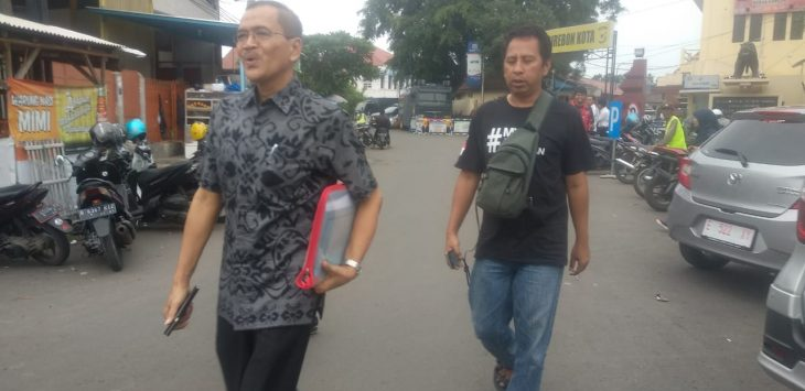 Kepala Kepala BKAD Kabupaten Cirebon Wawan Setiawan setelah keluar dari Polres Cirebon Kota diperiksa oleh KPK./Foto: Alwi