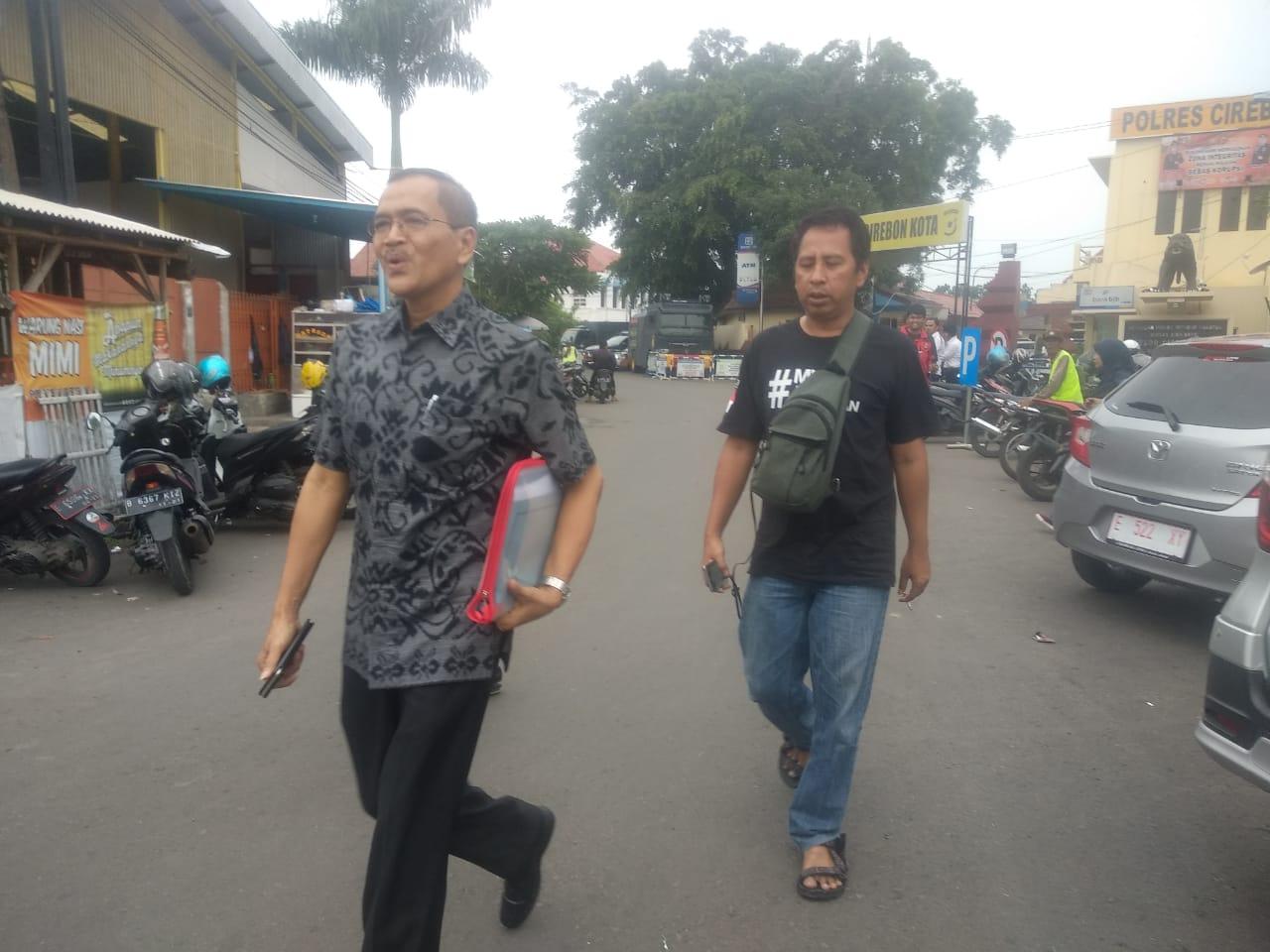 Kepala Kepala BKAD Kabupaten Cirebon Wawan Setiawan setelah keluar dari Polres Cirebon Kota diperiksa oleh KPK