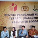 Konferensi pers Bawaslu Kabupaten Bogor soal pose 2 jari Anies Baswedan (rishad)