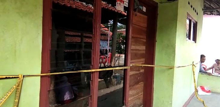 Suasana rumah duka korban penganiayaan di desa Pekantingan. Kirno/pojokjabar