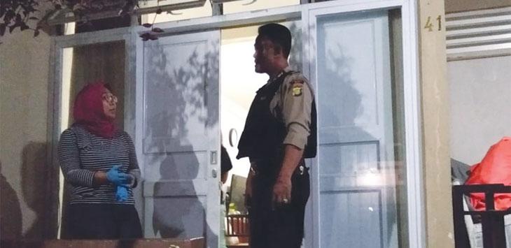 LAPOR : Kediaman Auly Grashinta saat olah TKP dari Polsek Beji, Depok. ARNET/RADARDEPOK
