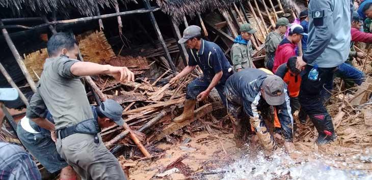 Bencana longsor di Kampung Garehong, Desa Sinaresmi, Kecamatan Cisolok, Kabupaten Sukabumi