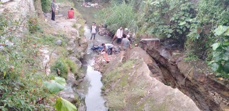 Sungai Cisarua Longsor