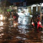 Hujan deras yang menyebabkan banjir di Jalur Pantura Cirebon (kirno)