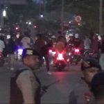 Jakmania yang rusuh saat perjalanan pulang usai laga melawan Tira Persikabo (ist)