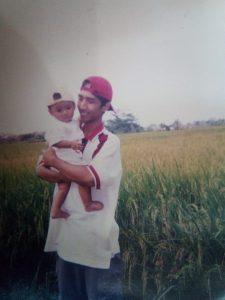 Bos tekstil Bandung Ujang Nuryanto bersama anaknya (arif)