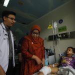 Bupati Bogor Ade Yasin mengunjungi korban selamat ledakan granat di Cibungbulang (rishad)