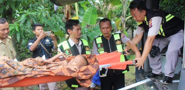 Erna Sari tengah dirujuk ke RS Bhayangkara Losarang (yanto)