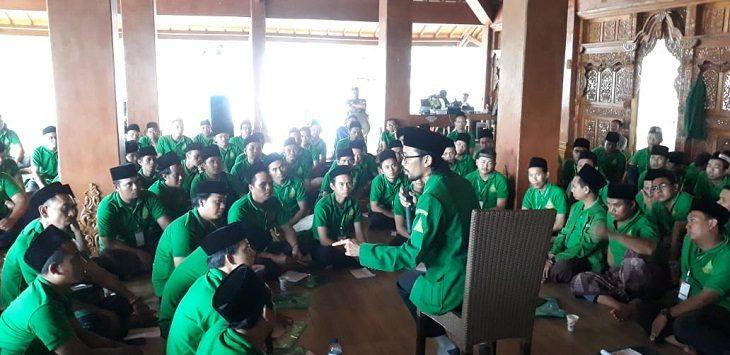 Anggota Ansor sedang mendapatkan pelatihan kepemimpinan lanjutan di Padepokan Al Bushtomi, Mundu Cirebon./Foto: Yon
