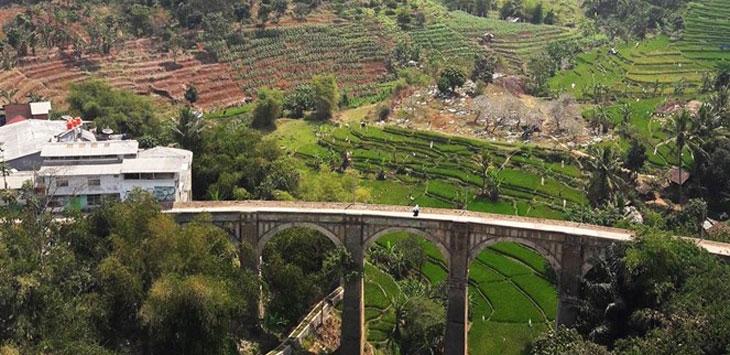 Tampak pemandangan jembatan Cincin yang berada di wilayah Kecamatan Jatinangor.