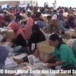 KPUD Kabupaten Bogor sortir dan lipat surat suara