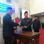 Ketua DPRD Kabupaten Cirebon H. Mustofa bersama Pj Bupati Cirebon (kirno)