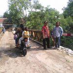 Kondisi tebing penyangga jembatan darurat Sungai Cikanci