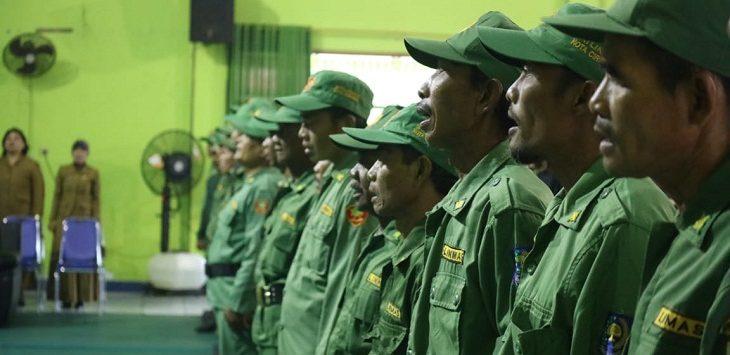 Ribuan Linmas saat mengikuti Bimtek untuk mengamankan Pemilu 2019 di Kota Cirebon. /Foto: Alwi