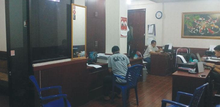 Tersangka OTT Lurah Kalibaru, Cilodong berinisial AH, menjalani pemeriksaan lanjutan terkait Pungli yang dilakukannya, di Mapolresta Depok, minggu (17/2/19). Ahmad Fachry/Radar Depok