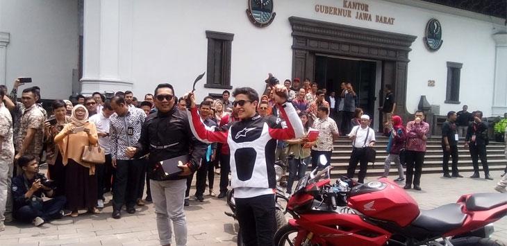 Foto Bareng Marc Marquez Depan Motor Besar, Ridwan Kamil Tak Mau Kalah