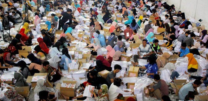 Pelipatan surat suara .Foto: Rishad